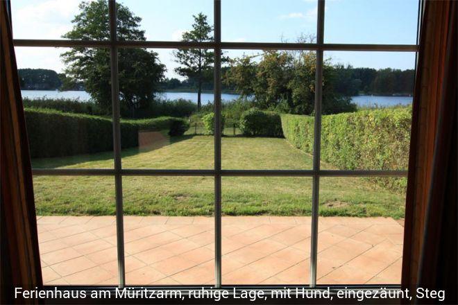 Idyllisch gelegenes Ferienhaus direkt am Müritz-Arm mit Seeblick. Ca. 800qm Grun