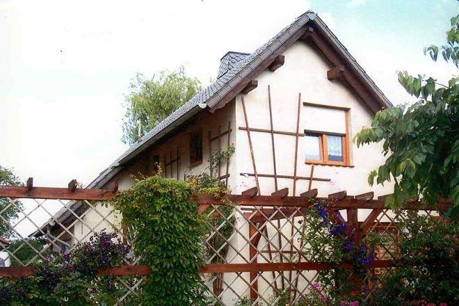 Das Ferienhaus mit Ruderboot liegt idyllisch am Waldrand zwischen Müritz und Plauer See. Auf der Ter