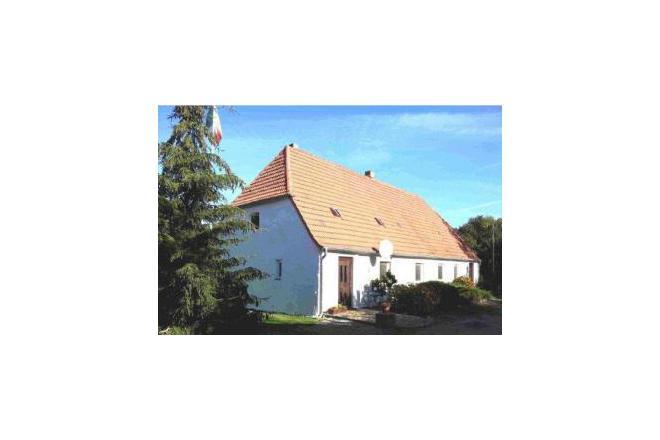 Grambzow ist ein kleines Dorf im Naturpark Mecklenburgische Schweiz und Kummerower See. Es liegt in